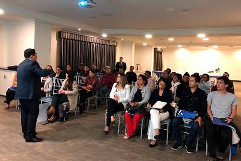 Magnífica conferencia en Ecuador sobre el Doctorado impartida por el Dr. Marco Rojo